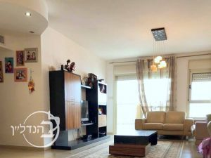 For Sale Apartment 4.5 rooms in the heart of city Ashdod