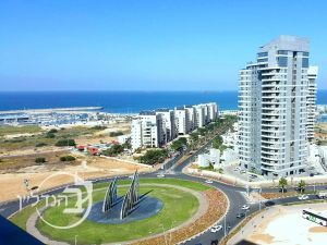 For Sale Apartment 5 rooms in city. of Dr. south in Ashdod