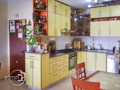 For Sale Apartment 4 room...