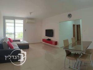 For Sale Apartment 3 rooms, renovated and beautiful in a in Ashdod