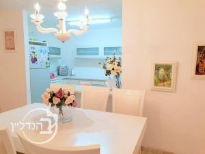 For sale a 4 room apartment is renovated and beautiful in D Rob!
