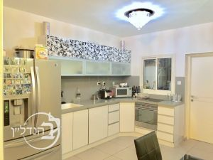 For Sale Apartment 4 rooms stunning district city vs Borough of Dr in the city of Ashdod