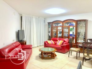 For sale apartment 4 rooms in the project O'neill requested in city of Ashdod