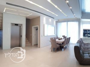 For sale luxury villa 8 rooms in XVII in Ashdod