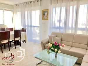 For sale a 4 room apartment that made for the 3rd.5 rooms in a Ashdod