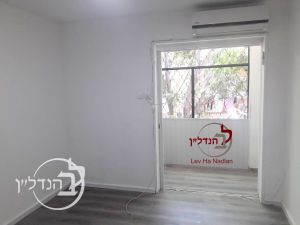 For sale apartment 2.5 rooms in the heart in Ashdod