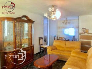 For sale apartment 3.5 rooms in the heart in Ashdod