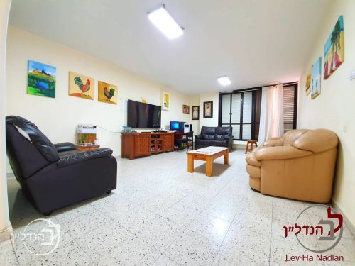 For sale Apartment 5 room...