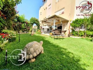 For sale garden apartment 4 rooms charming in a Ashdod