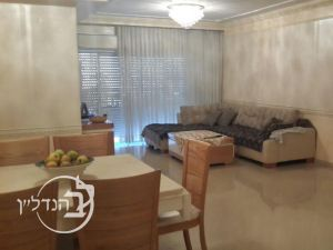 Apartment for sale 4 rooms in the area of Yud Bet