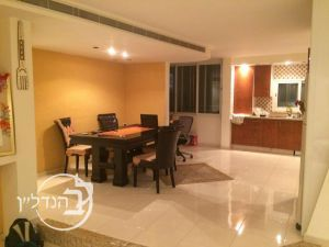 Rent a roof/penthouse 4 rooms in Alef