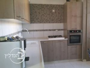 Apartment 5 rooms in Gimel