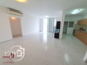 For sale Apartment 3+2 rooms divided from a contractor in city of Ashdod
