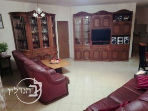 For Sale Apartment 5 rooms in the