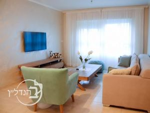 The apartment has 3 rooms in the heart of Yud Gimel