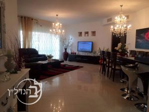 Apartment for sale 5 rooms in the heart of Yud Zain in Ashdod