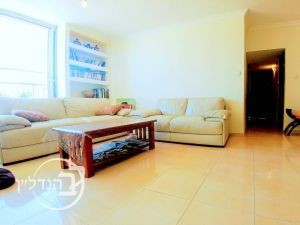 For sale a 4 room apartment in D